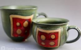 Töpferei Dambeck - Steinzeug grün-rot zwei Tassen