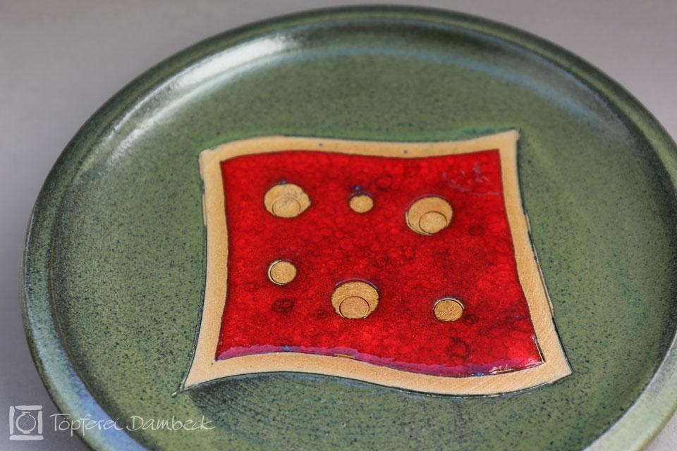 Töpferei Dambeck - Steinzeug grün-rot Tellerdetail