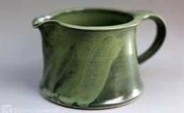 Töpferei Dambeck - Steinzeug grün Sahnekaennchen