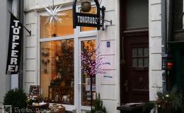 Die Tongrube: Eingang abends