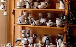Die Tongrube: Keramik im Regal